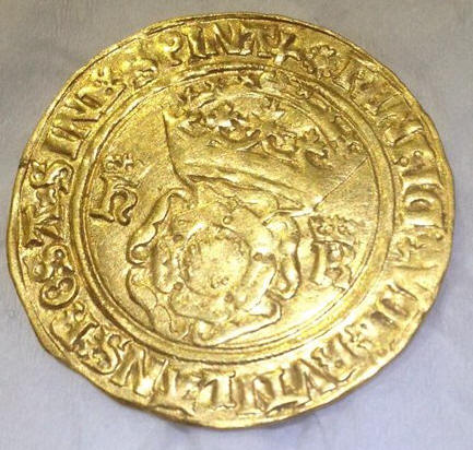 Gold coin found at Bunkers Park Hemel Hempstead sold for over £2000