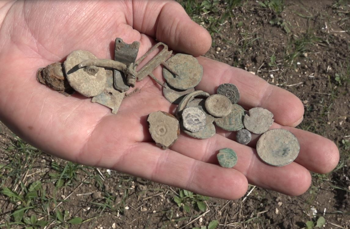 XP deus finds lots of Roman coins